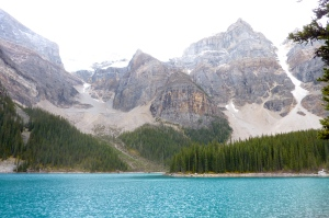 Rock flour = blue-green lake